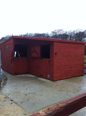 L-Shaped Stable Block 20x14ft (6x4.2m)
