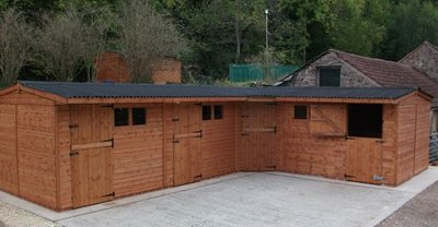 L-Shaped Stable Block 35 x 25 ft  (10.6 x 7.6m)